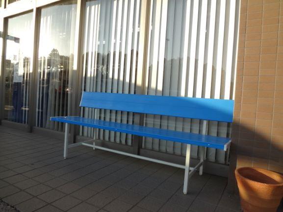 屋外ベンチを購入しました。